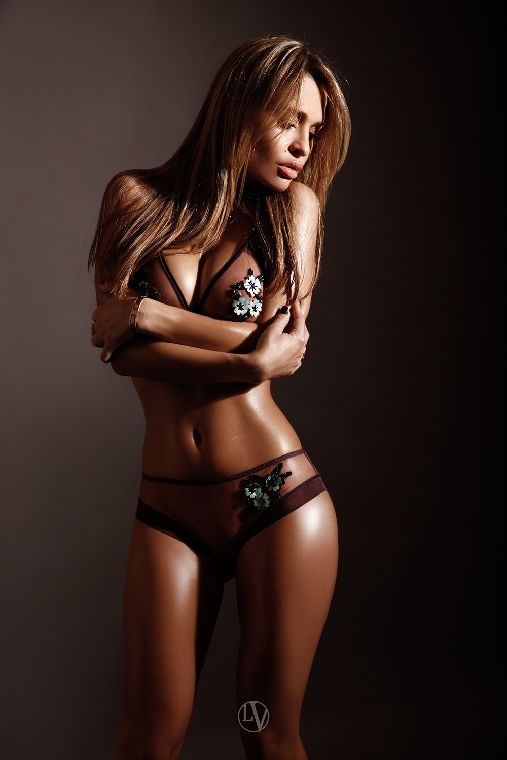 Call-girl Ally looking super hot with her tightly toned body
