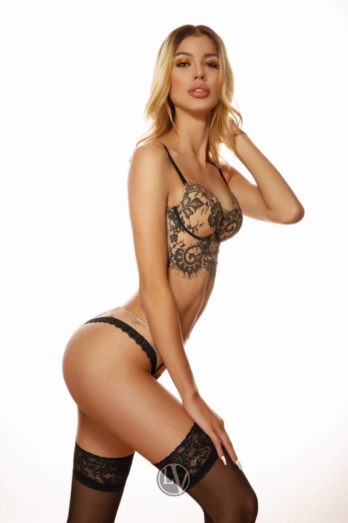Escort Alana with her blonde hair and sexy slim figure i